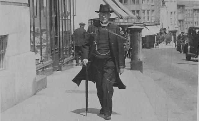 Clergyman_Lewes_High_Street