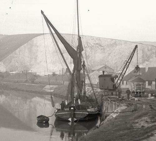 Spritsail_barge_Southerham_Cement_Works