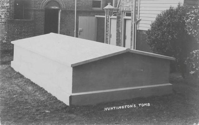 William_Huntington_tomb_Lewes