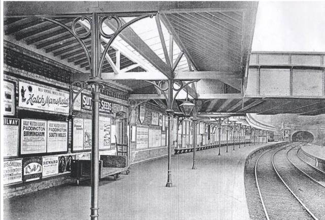 Lewes_Railway_Station_Everys_cast_iron_columns_2