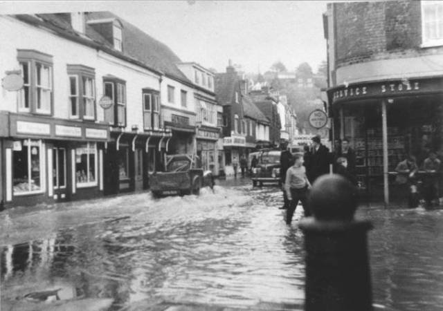 Lewes_floods_1960_Cliffe_High_Street