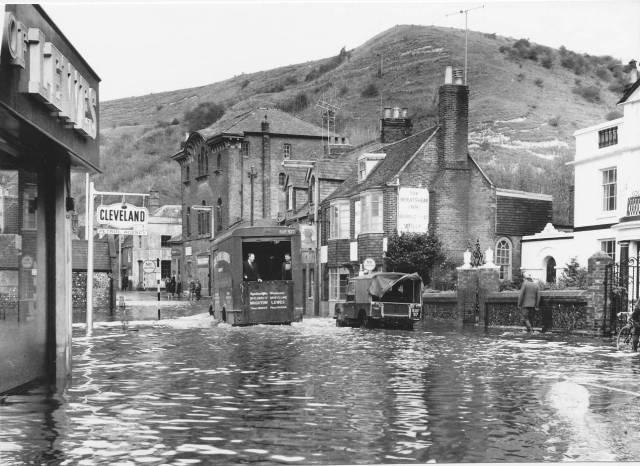 Lewes_floods_1960_Malling_Street