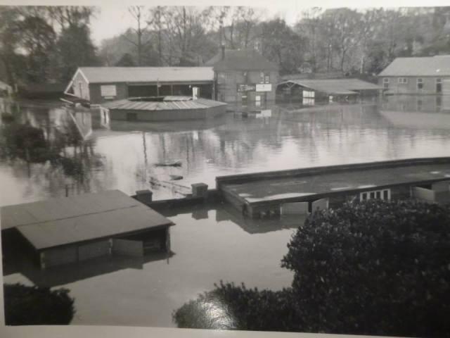 Lewes_floods_1960_old_Market