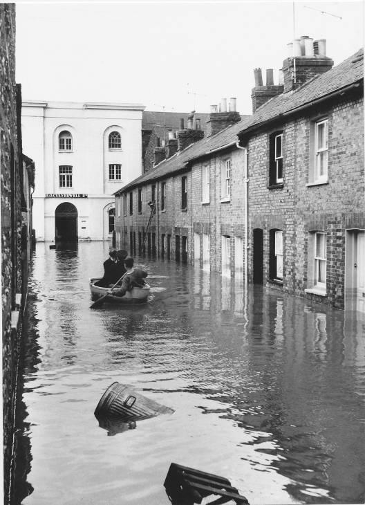 Lewes_floods_1960_Thomas_Street
