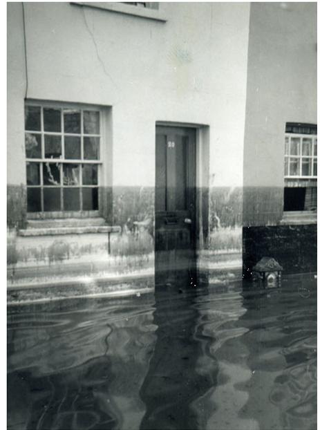 Lewes_floods_1960_tidemark