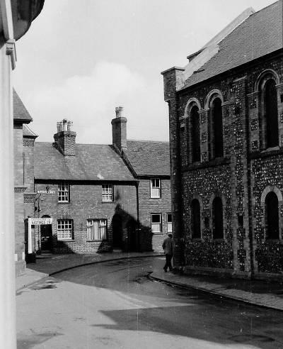 Little_East_Street_and_Eastgate_Chapel_Lewes