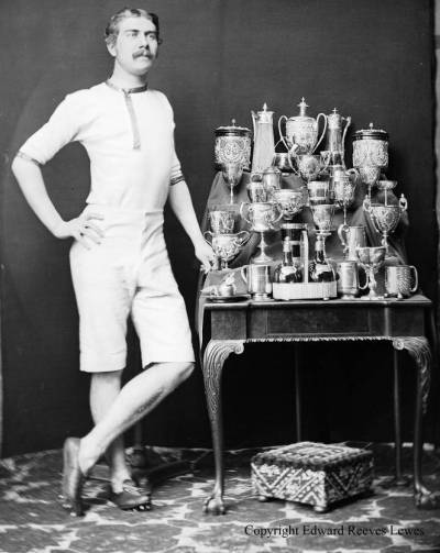 Tom_Mantell_trophies_Reeves_photo