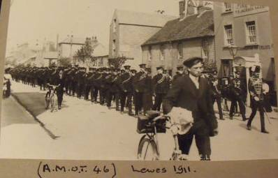 Soldiers_marching_Lewes_1911_postcard