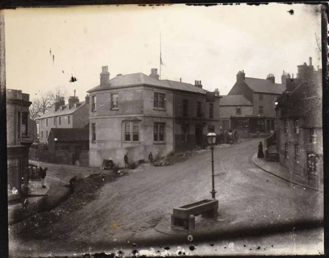 Elephant_and_Castle_Pub_Lewes_glass_plate_photo
