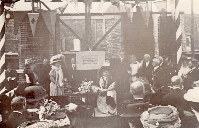 Lewes_Victoria_Hospital_foundation_stone_laying_1909_postcard