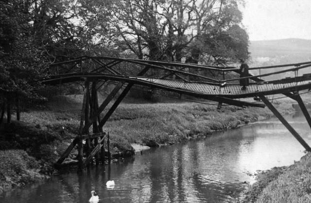 Malling_Deanery_wooden_bridge_1934