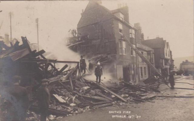 Smith's_fire_Lewes_1907_postcard_1