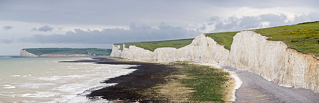 Seven_Sisters_Panorama,_East_Sussex,_England_-_May_2009_Iliff