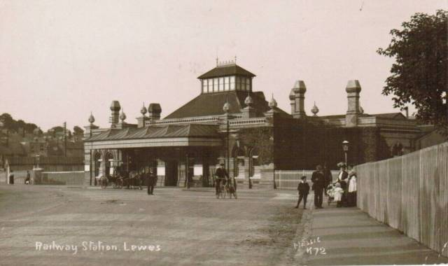 railway-station-lewes-postcard